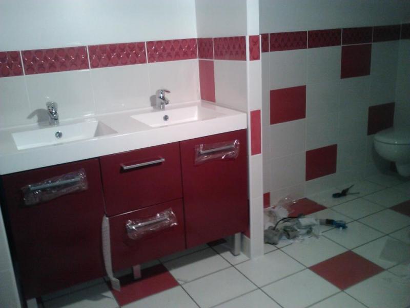 Salle de bain rouge et blanche sarl mesturoux bossoutrot for Salle de bain rouge et blanche